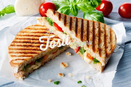 Tosti met Mozzarella, Pesto, Tomaat en Verse Basilicum